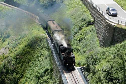 Die Furka-Dampfbahn unterwegs von Oberwald nach Gletsch.