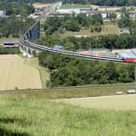 Blick auf die Rheinbrücke mit Intercity von Schaffhausen