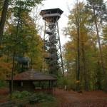 Der Loorenchopf-Turm in herbstlichem Gewand