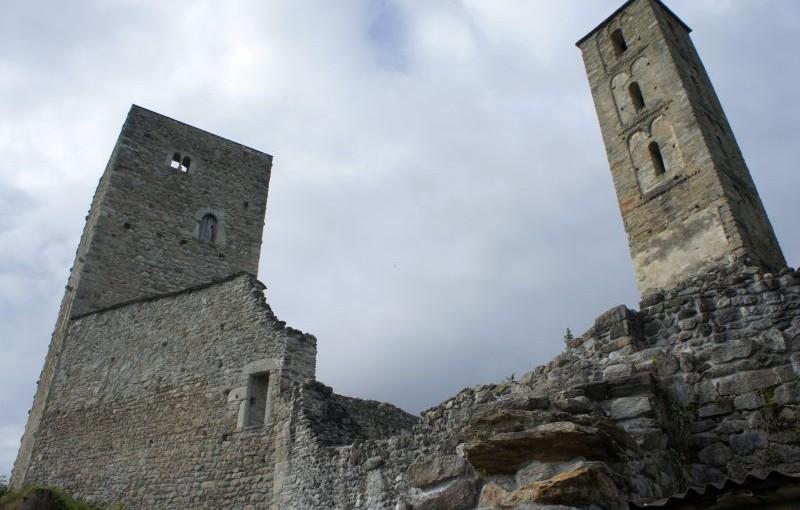 Breil – Rueun: Golf, Ruinen und ein Galgen