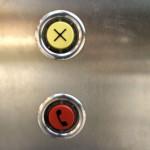 Der gelbe Knopf lässt den Zug anhalten
