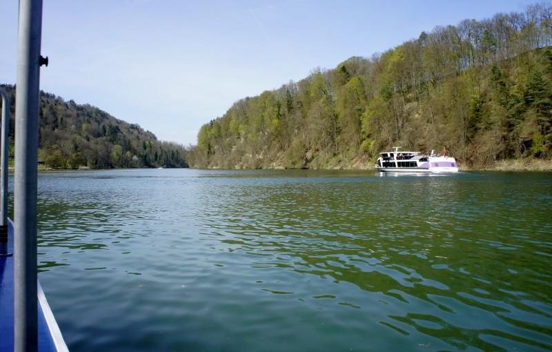 Mineralwasser und Heizöl – Ein Sonntagsbummel am Rhein bei Eglisau